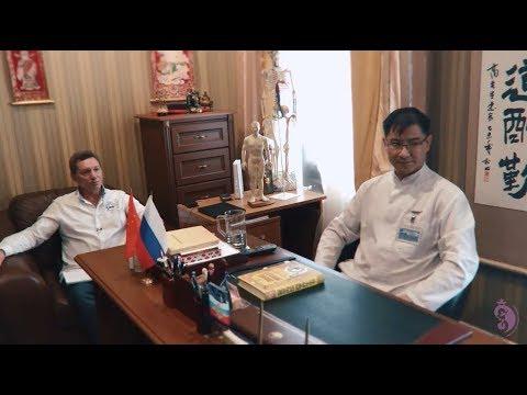 Доктор Сюфэн из Китая дает рекомендации. Владимир Осипов в клинике Хуато.