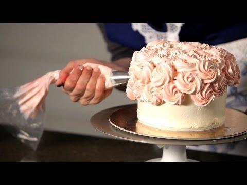 How to Do a Swirl Design   Wedding Cakes