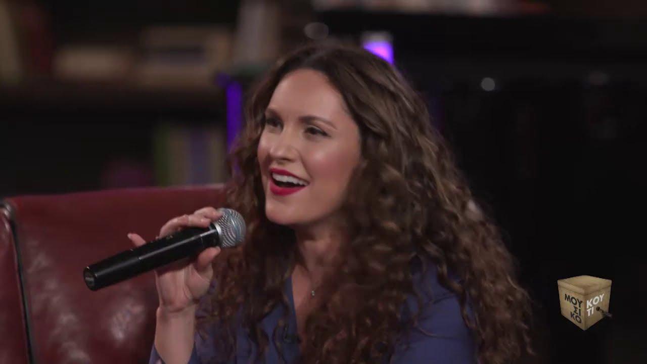 «Να μ' αγαπάς» τραγουδά η Κορίνα Λεγάκη | «Μουσικό Κουτί» | ΕΡΤ