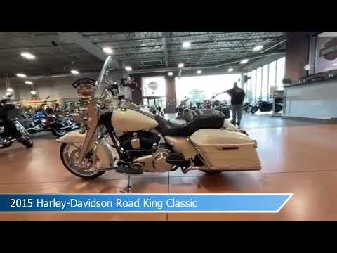 2015 Harley-Davidson<sup>®</sup> Road King<sup>®</sup> Classic MOROCCO GOLD W/ PINSTRIPE