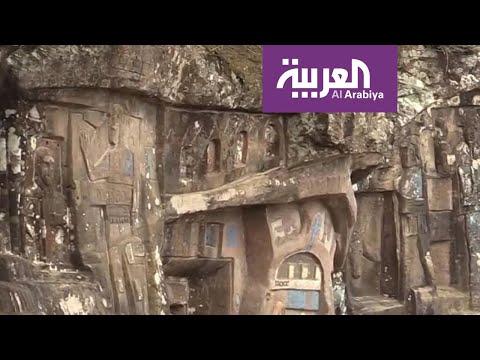 العرب اليوم - شاهد: ثمانيني يقضي 43 عاما من عمره في نحت هذا الجبل العجيب