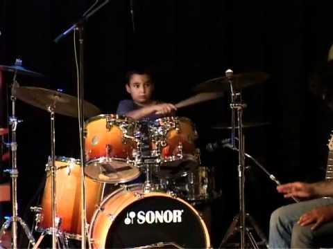 קטע מתוך קונצרט דראמר 2010 – אור