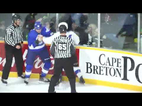 Declan Smith vs. Raphael Lavoie