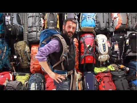 ¿Cómo ajustarnos la mochila correctamente a la espalda?