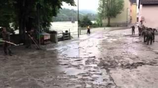 preview picture of video 'Aufräumarbeiten der Bundeswehr nach Hochwasser in Passau (2013)'