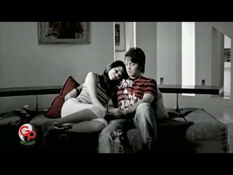 ADA BAND -  Setengah Hati [Official Music Video]