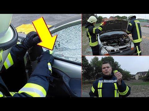 PKW-Unfall: Scheibe kaputt machen und Motorhaube komplett entfernen