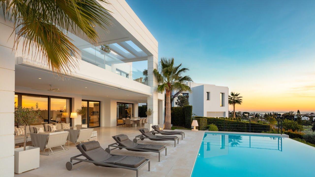 Nueva y moderna Villa de lujo rodeada de jardines en Nueva Andalucia, Marbella