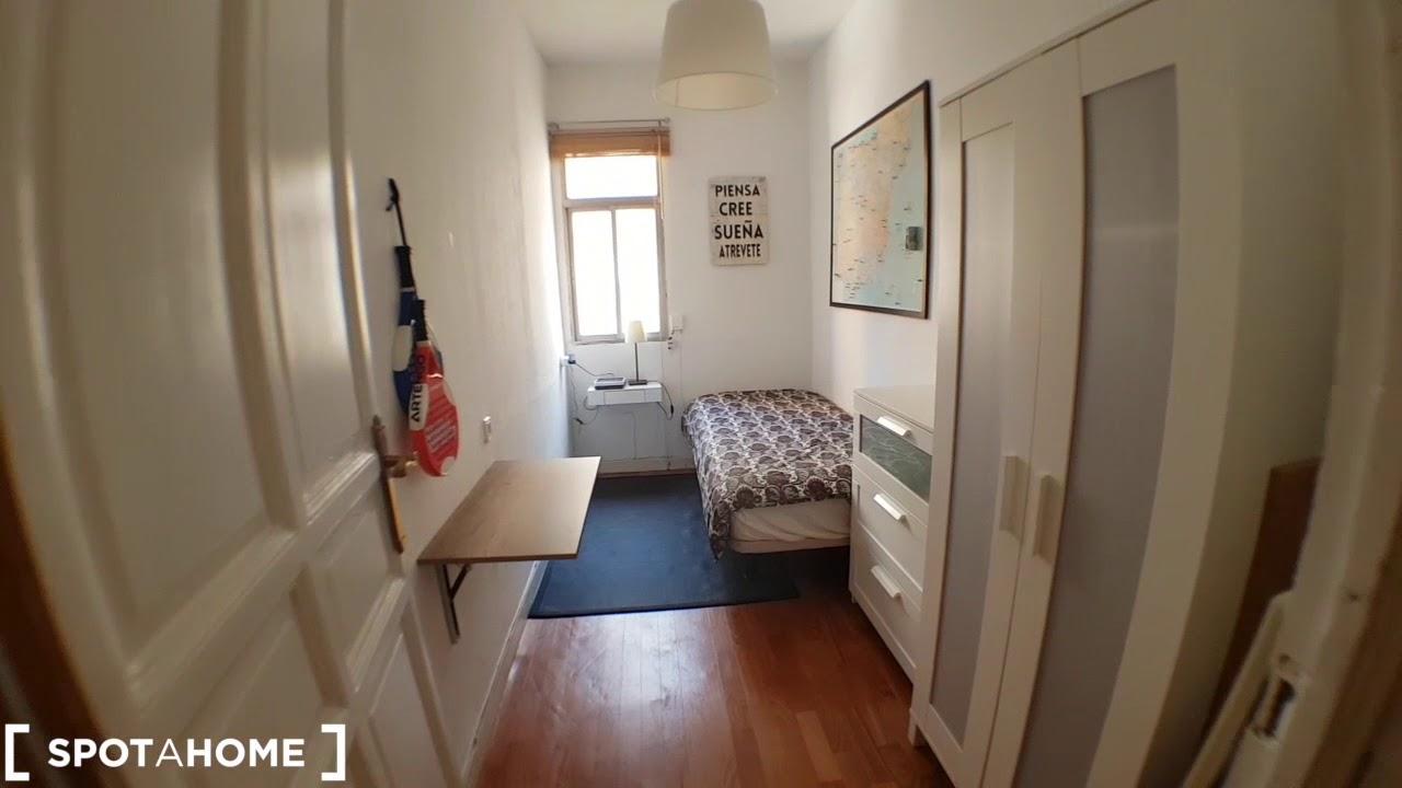 Sunny rooms for rent in flatshare in Almagro & Trafalgar, near Metro Iglesia