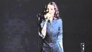 Thalia-Siempre hay Carino Presentacion Arrasando