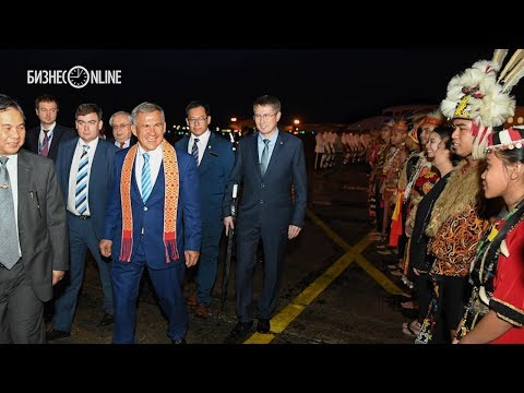 Минниханова в Малайзии встретили почетный караул и жители страны в национальных костюмах