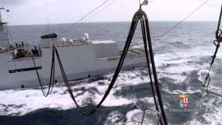 Marina Militare - Attività in navigazione rifornimento laterale tra nave Etna e nave Borsini