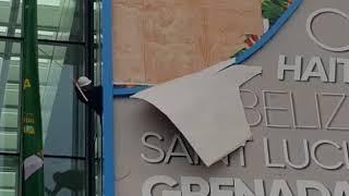 В Астане из-за ветра оторвало конструкцию на одном из павильонов ЭКСПО
