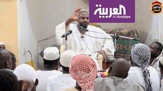 تحميل اغاني مزمل فقيري .. داعية سوداني ينال شهرة في الخليج بسبب أسلوبه MP3