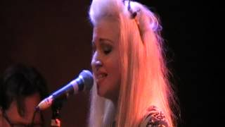 Kate Miller-Heidke - You should consider having sex with a Bearded man - LIVE