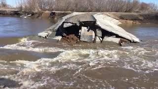 Паводок в ЗКО 2018 года разрушил дамбу