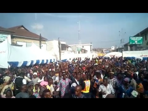 SEE HOW CROWD SING ALONG WITH OBESERE,CHECK IT OUT