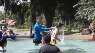 preview picture of video '039 Mardi Kluang Johor Malaysia Youth Camp Peace Fellowship Swimming Pool Kluang Canoeing 和平团契露营划船森林'