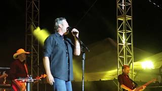 Blake Shelton Performing