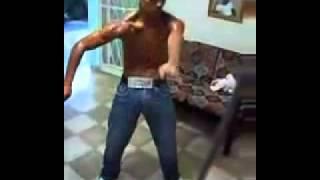 Cubano Bailando Reggaeton