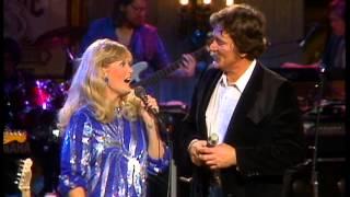 Ed Bruce & Lynn Anderson - Down The Hall