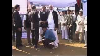 Shocking: The boy is wearing shoes to Madhya Predesh ex-minister Gauri Shankar bisen