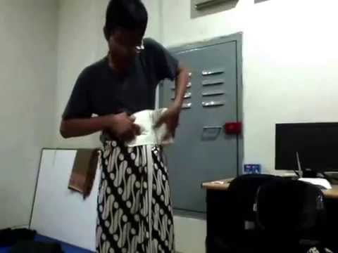 Video Tutorial Memakai Pakaian Jawa