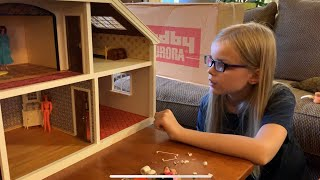 Modern Kid Tries Out 80s Toys! Abigails Vintage Lundby Doll House Unboxing!