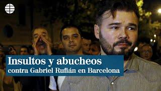 Rufián abandona la manifestación entre insultos y abucheos