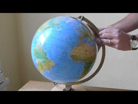 How to change a lightbulb in an Insight Guides Globe