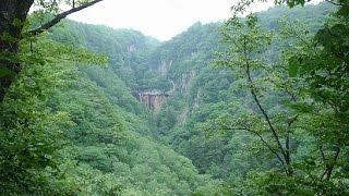 「香草温泉無料」群馬県野湯滝登りしないとたどり着けない山奥にある小さな温泉だが絶景