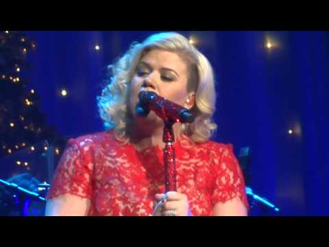 """Kelly Clarkson's Miracle on Broadway """"HARD CANDY CHRISTMAS"""" with Dolly Parton talk"""