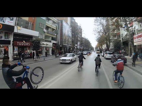 Trafikte Bisiklet Show Bisikletli Genç смотреть видео