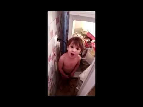 Маленький мышонок. Очень смешной. Приемный ребенок может стать родным.