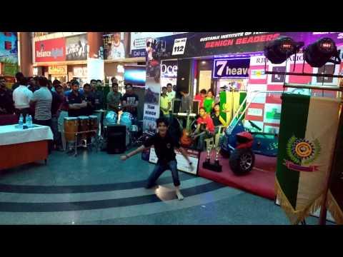 ABHI MUJH MAIN KAHIN City Mall performance