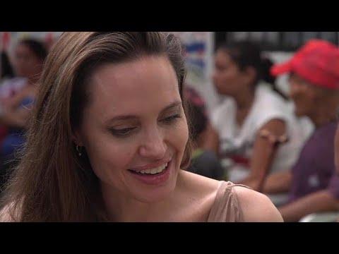 العرب اليوم - شاهد: أنجلينا جولي تزور اللاجئين الفارين من فنزويلا عند الحدود مع كولومبيا