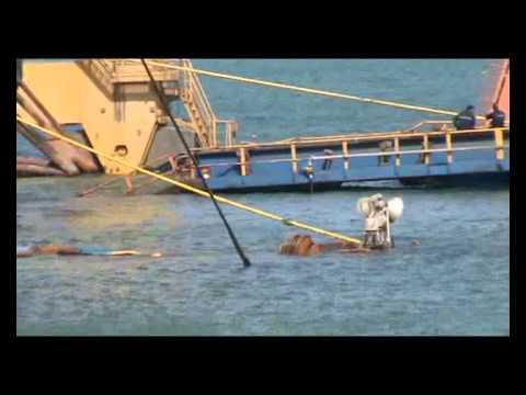 بالفيديو.. إنقاذ سفن حوض قناة السويس العائم بعد انهياره