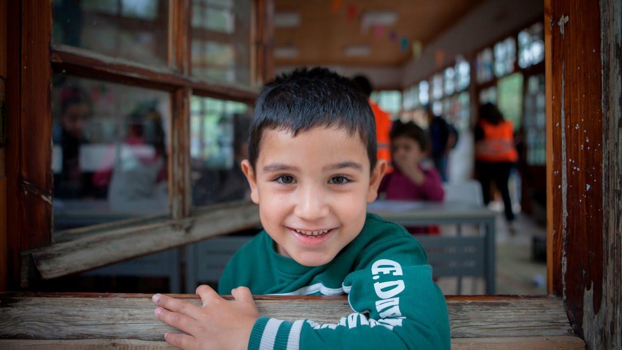 Ένα διαφορετικό σχολείο φέρνει χαρά στα προσφυγόπουλα