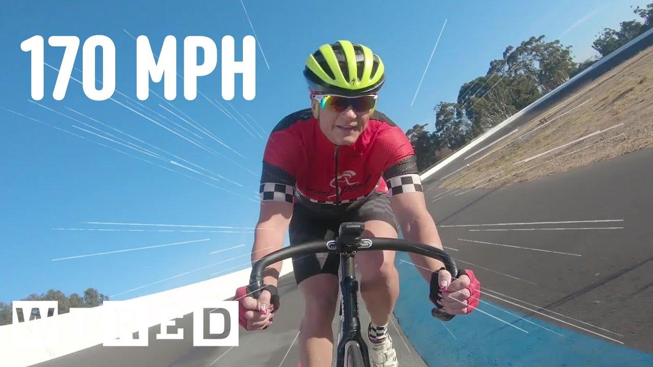 La donna che pedala a quasi 300 km/h