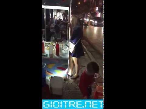 sinh viên Hà Nội xuống phố không mặc quần chíp