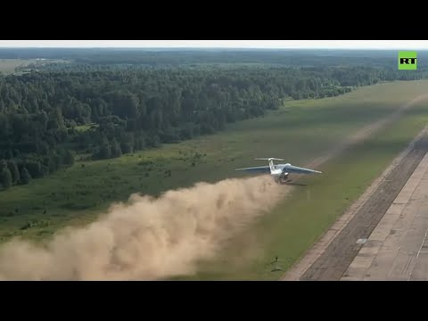 Coming in hot! | Russian military plane lands on dirt field