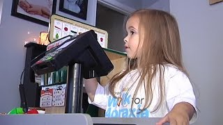 Therapy Helping Girl With Speech Apraxia