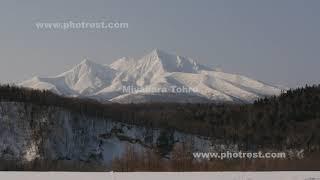 春の斜里岳