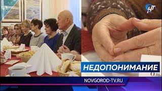 Андрей Никитин обсудил качество медицинских услуг и кадровый вопрос с жителями Сольцов и Шимска