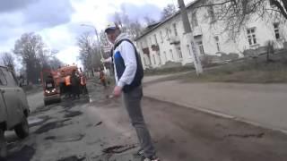 Костромские дорожники кладут асфальт