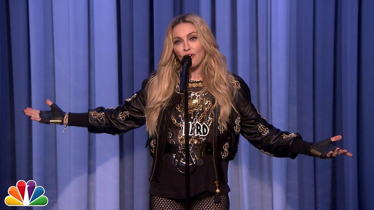 麦当娜在《今夜秀》中表演并脱口秀