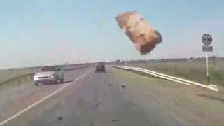 Невероятные аварии - сюрприз в лобовое
