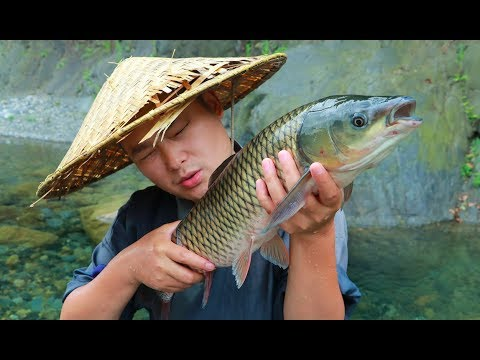 【Shyo video】4斤大草魚用泥土包著,放在火裡做叫花魚,別提有多香了