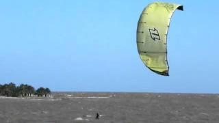 preview picture of video 'kitesurf @ malvin EVO12m 2010'