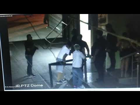 Video: Patovica lo golpea deja en grave estado a un cliente